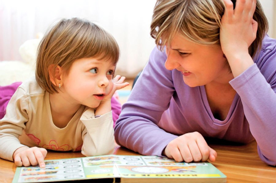 aldersgate-services-mother-reads-to-child-1a-900px